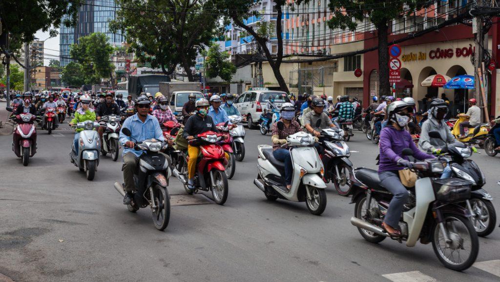 поехать в Таиланд или Вьетнам